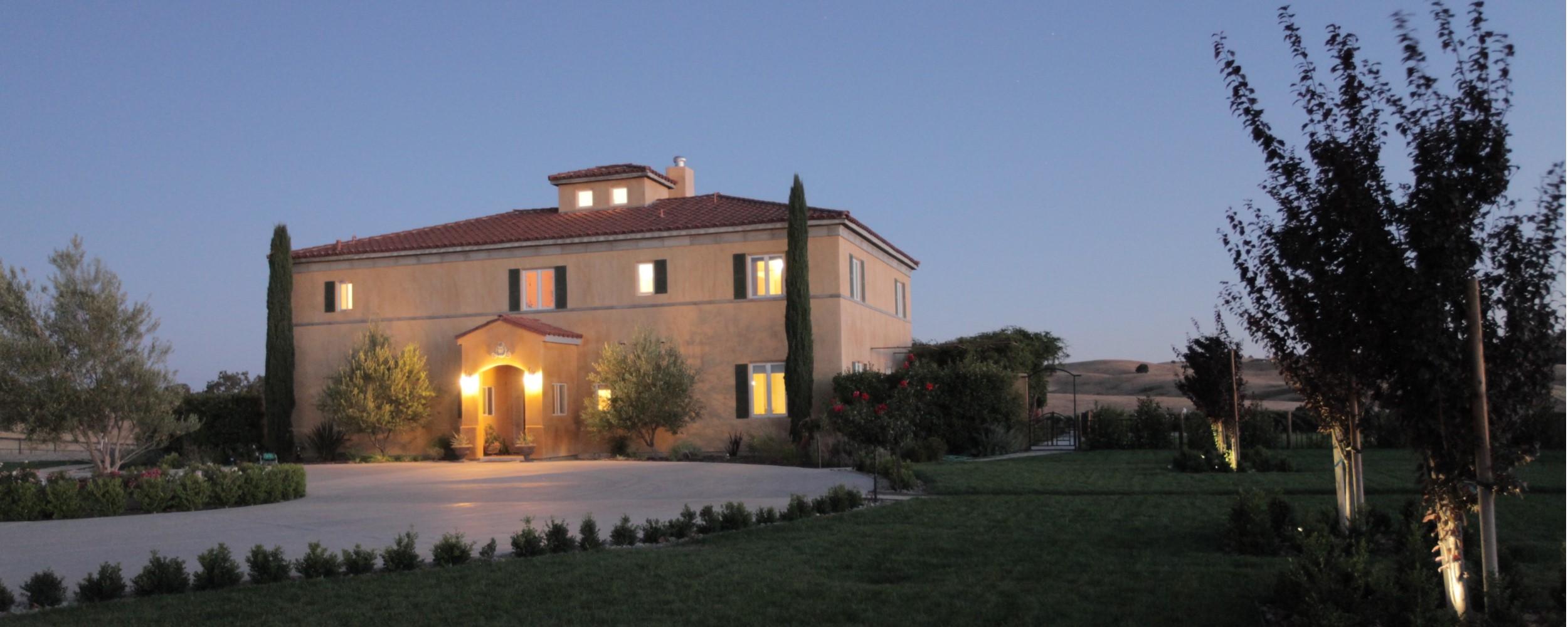 Home - House_Night - 2500x1000
