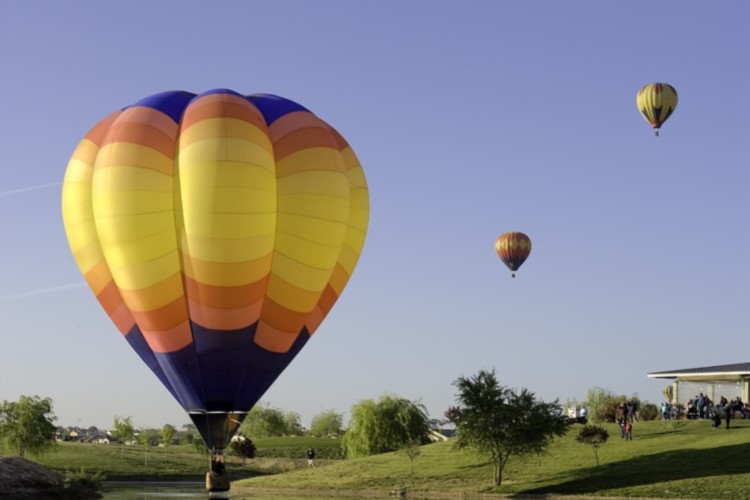 Things to Do - Hot-Air_Balloon - 750x500